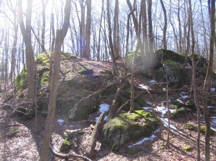 Teatown Lake loop rock outcropping